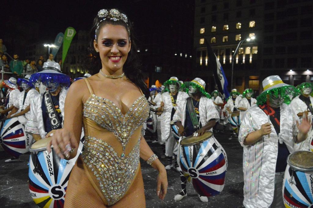 Desfile inaugural Carnaval uruguayo